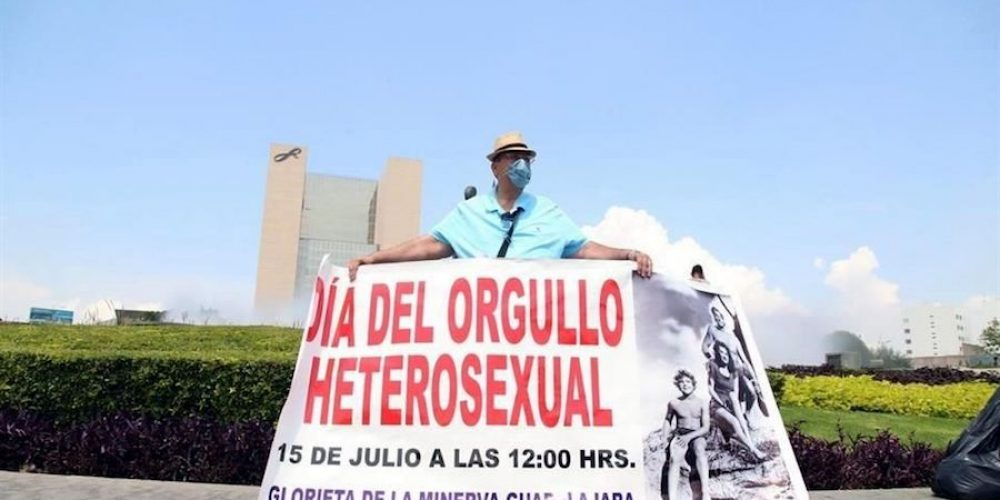 Se manifiesta en la Minerva por 'Orgullo Hetero'