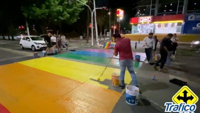"""Pintan de """"orgullo"""" pasos de cebra en ZMG"""