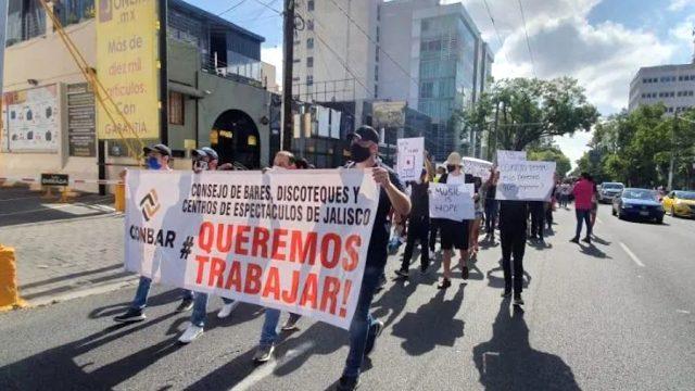 Protestan empleados de bares y antros en Guadalajara